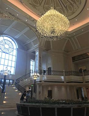 灯光照明显出酒店饭店的渠道以建立溫暖环境